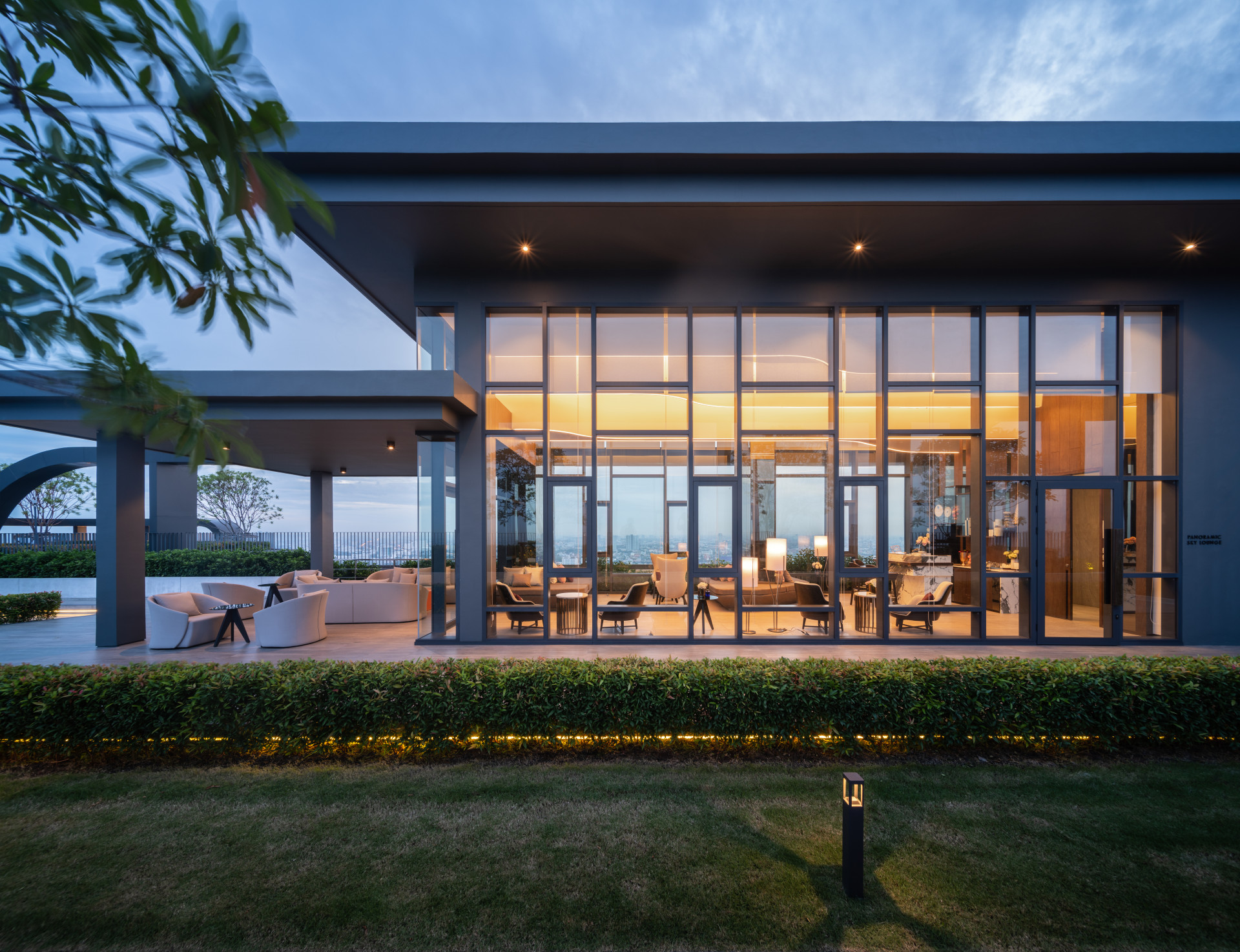 Panoramic Sky Lounge - The Line Wongsawang เดอะ ไลน์ วงศ์สว่าง