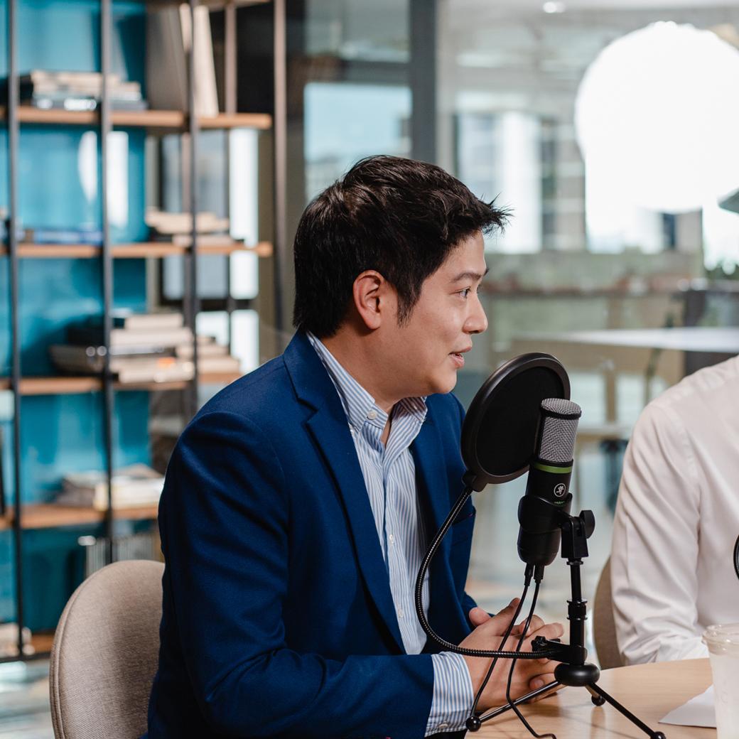 siri podcast สิริ พอดแคสต์ คุณสน - บริวัฒน์ ปิ่นประดับ Partner & Managing Director Boston Consulting Group และ คุณพัตเตอร์ - พีระภัทร ศิริจันทรโรภาส Managing Director บริษัท ชาร์จ แมเนจเม้นท์ จำกัด